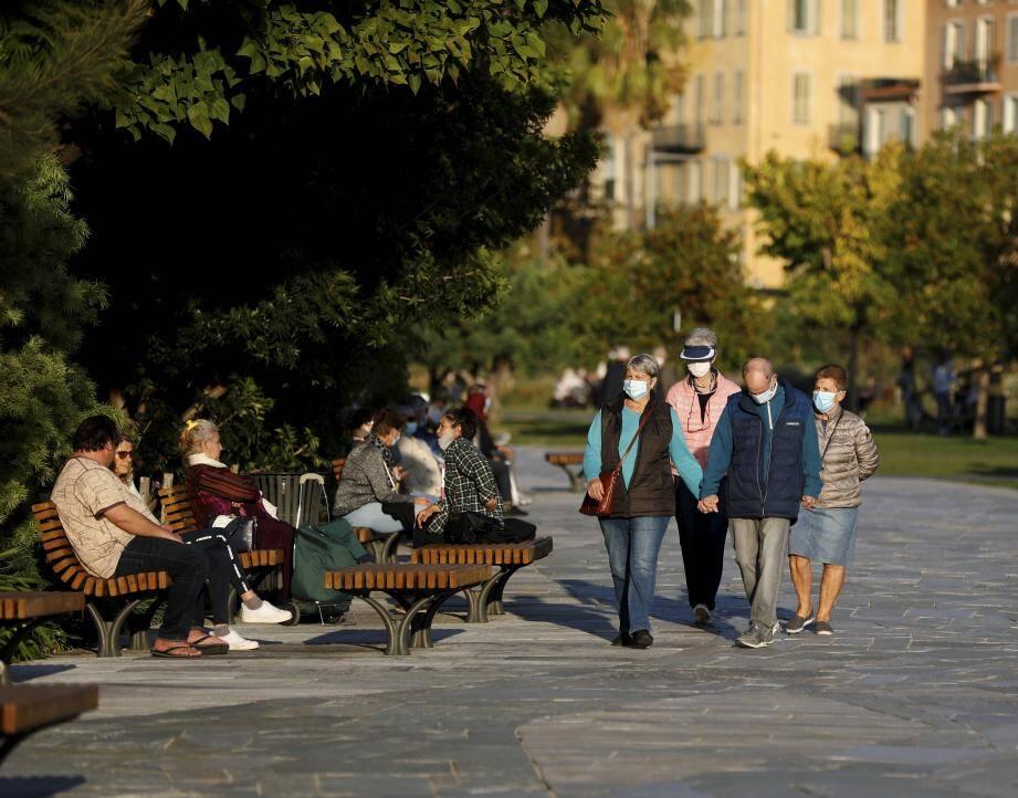 Mardi, vers 15 heures, tout le monde cohabitait librement sur la coulée verte en respectant les gestes barrières.