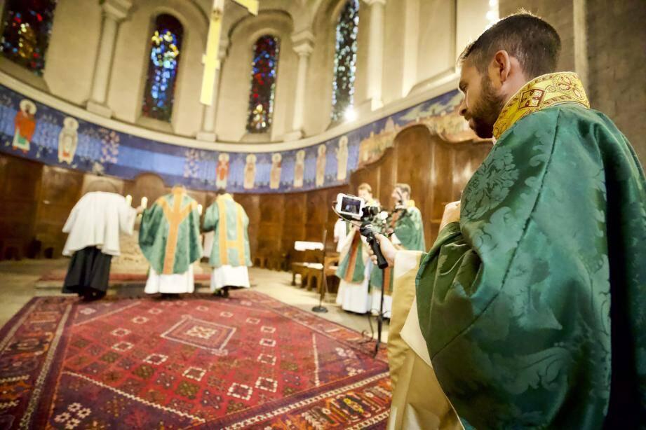 Avec le reconfinement, la messe en ligne 2.0 fait son retour à la basilique de Saint-Raphaël.