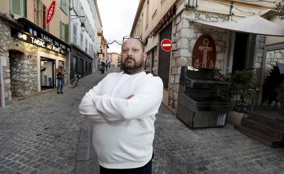 """""""Je n'ai rien contre ce supermarché, a prévenu Stéphane Renier. Mais ça me révolte de savoir que des élus de la municipalité y sont allés, alors qu'ils ne sont pas venus une seule fois nous voir."""""""