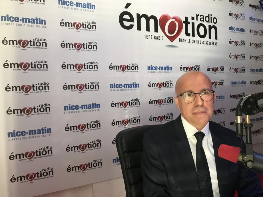 Eric Ciotti au micro de Radio Emotion.