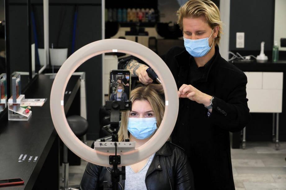 Brushing, tresses, couleurs... Le salon proposera un à deux tutos par semaine, à partir de lundi, pour prendre soin de ses cheveux à domicile.