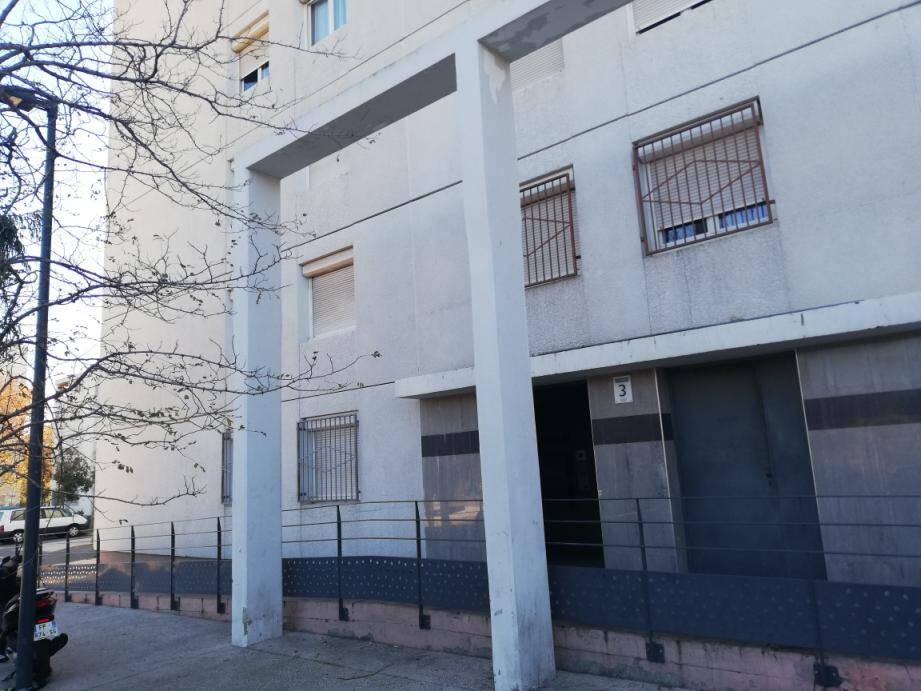 Deux vols avec violence ont été commis en quelques jours, à proximité de cet immeuble du quartier Berthe.
