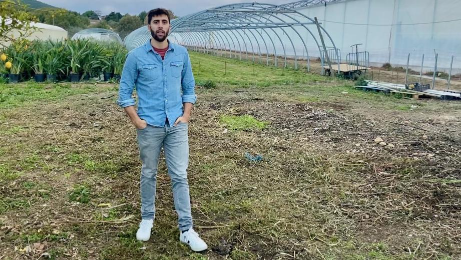 Kevin Peyrusaubes, le fondateur de Grinoloco, a déjà séduit plusieurs producteurs locaux comme ici sur les terres de Pierre Vachier, à Hyères.