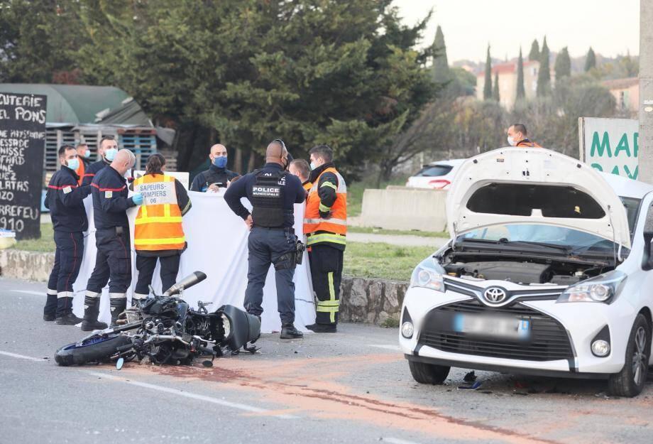 Dans l'accident de la circulation entre une voiture et un scooter survenu ce samedi après midi route de la Paoute à Grasse, un jeune homme de 28 ans est décédé.