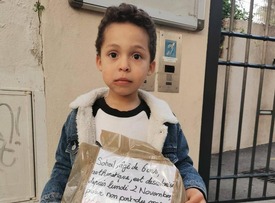 À l'école élémentaire Valbourdin, à Toulon, la semaine de rentrée est compliquée pour Soheil, 6 ans, inscrit en CP.