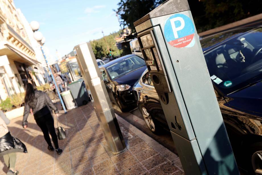 A Nice, vous pouvez vous garer dans la rue, sans payer, jusqu'au 20 janvier inclus.