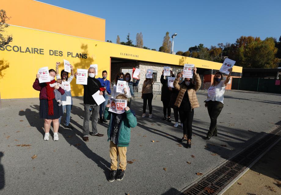 Manifestation des parents d'élèves contre le port du masque dès 6 ans.