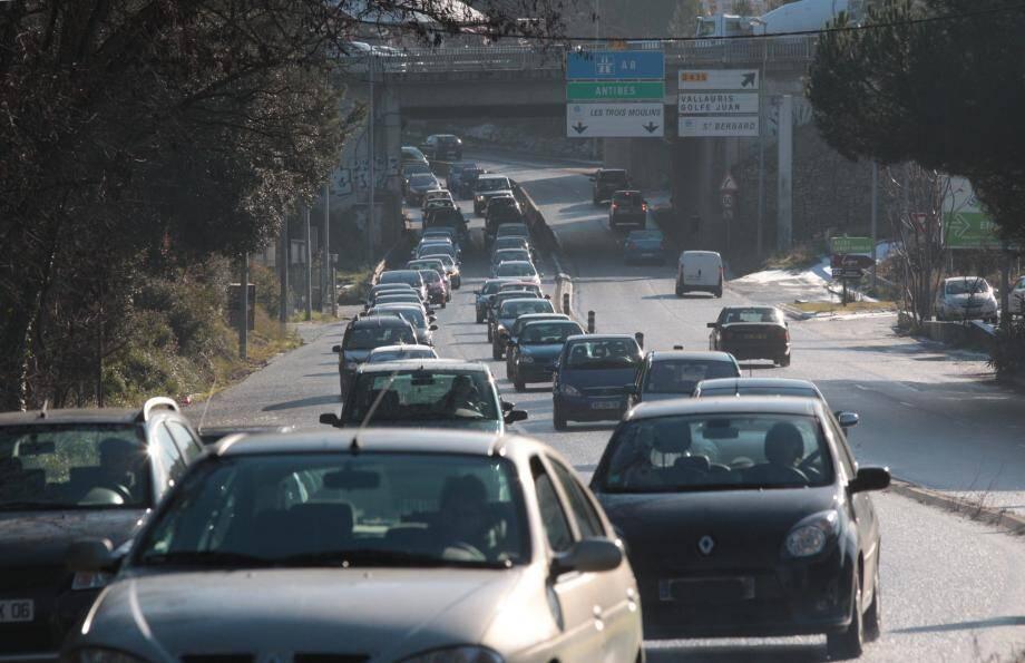 Peut-on emprunter une déviation en allant au travail pour éviter des bouchons?
