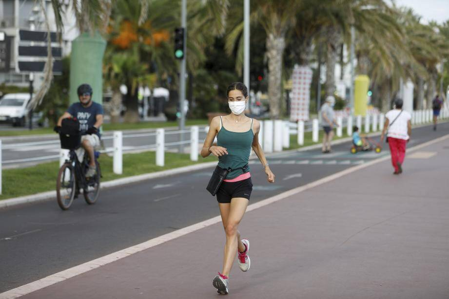 Illustration.  Nice, France, sept 2nd 2020 - Covid-19 : the wearing of a mask is compulsory for joggers, and not for cyclists. (MaxPPP TagID: maxmatinnews469307.jpg) [Photo via MaxPPP]