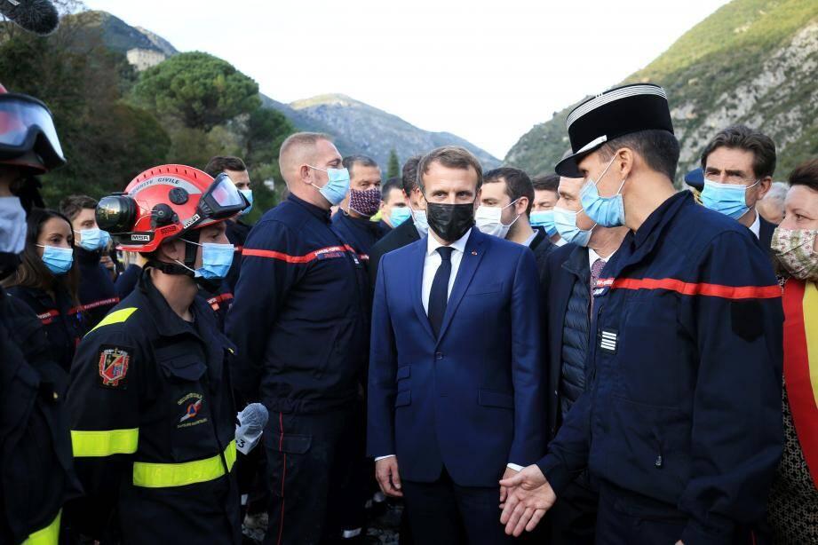 Lors de la visite d'Emmanuel Macron à Breil-sur-Roya, après le passage de la tempête Alex.