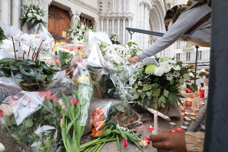Nice, France, oct 31st 2020. Flowers for victims.  Tribute to Simone Barreto Silva, one of the 3 victims of terrorist attack at Notre Dame basilica in Nice (MaxPPP TagID: maxmatinnews474164.jpg) [Photo via MaxPPP]