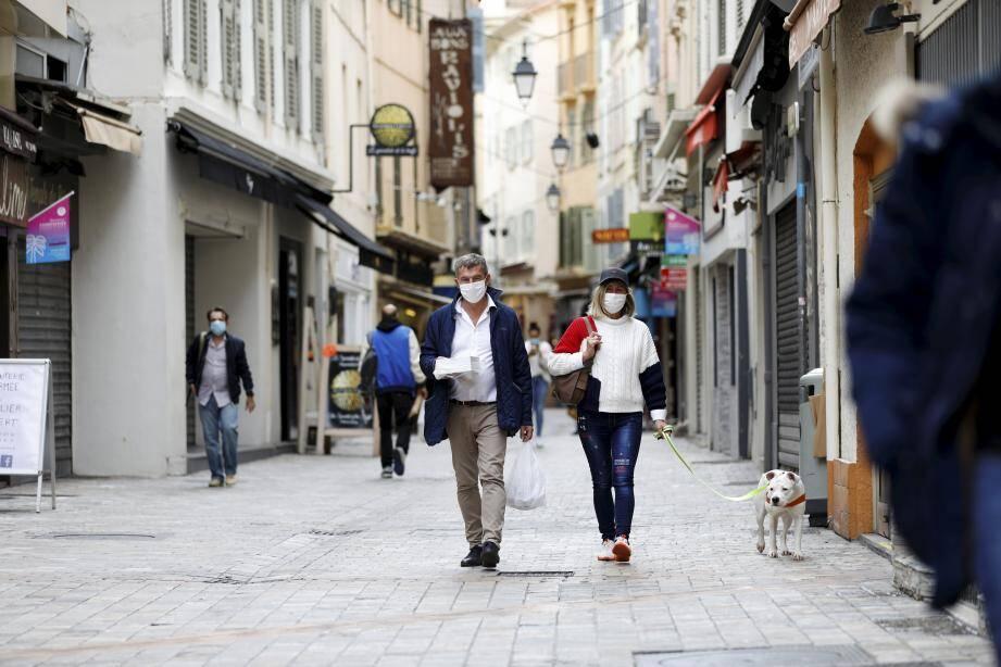 Les rues de Cannes pendant le second confinement.