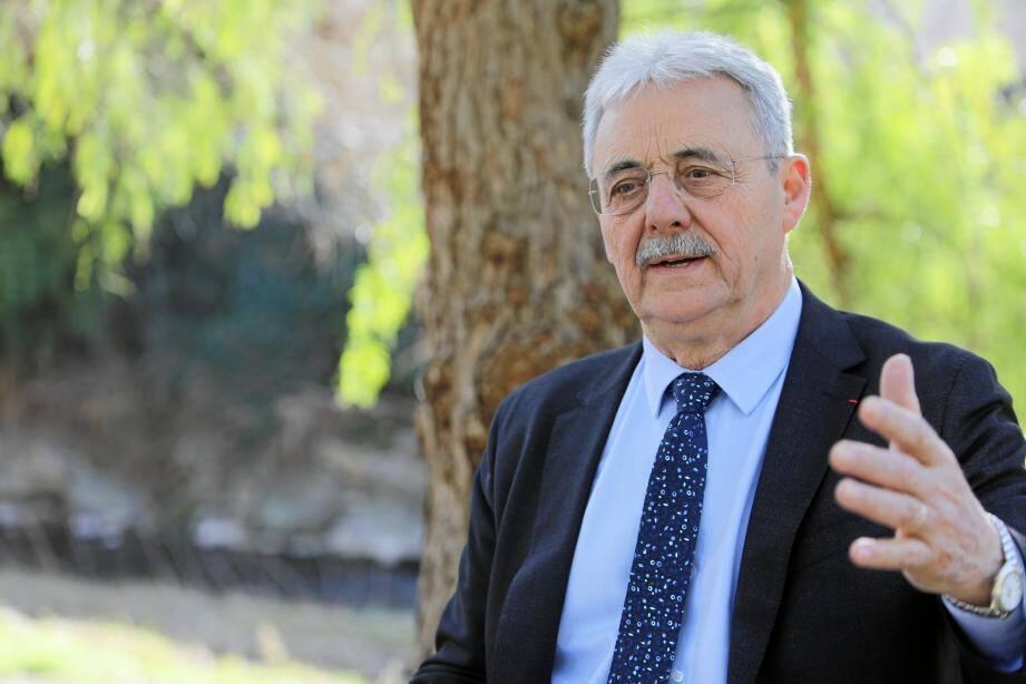 Louis Nègre, maire de Cagnes-sur-mer.