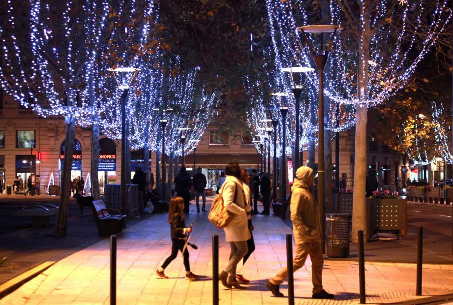 Légende : La place De-Gaulle devrait être bien plus éclairée cette année.