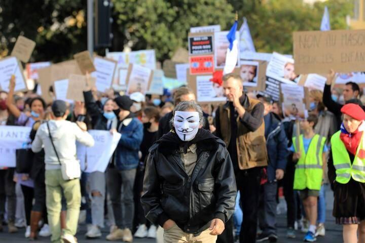 """Une manifestation """"pour la défense des libertés fondamentales"""" s'est élancée ce samedi de la place Garibaldi, en début d'après-midi."""