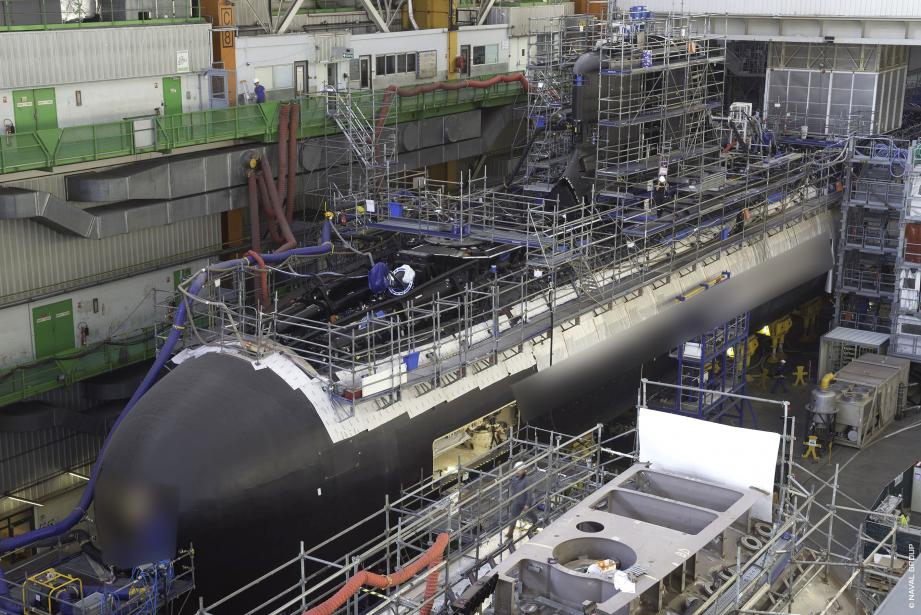 Jadis en construction dans les ateliers de Naval Group à Cherbourg, le nouveau SNA Suffren vient d'être livré après des essais en mer Méditerranée tenus en un temps record. Ce géant des mers a déjà mobilisé plus de 10.000 personnes partout en France.