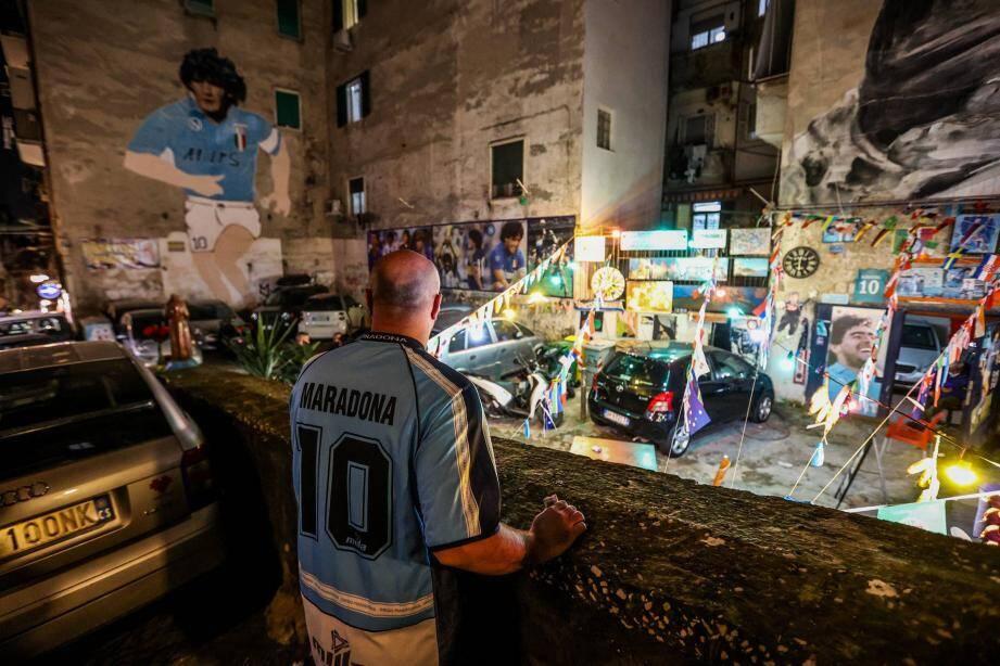 A Naples après l'annonce du décès de Maradona.