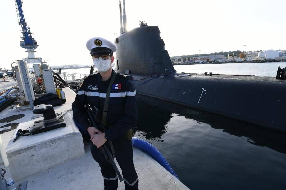 Après seulement six mois d'essais, ce sous-marin nucléaire d'attaque de nouvelle génération a été remis ce vendredi à la Marine nationale. La cérémonie s'est déroulée en présence de la ministre des Armées, Florence Parly.