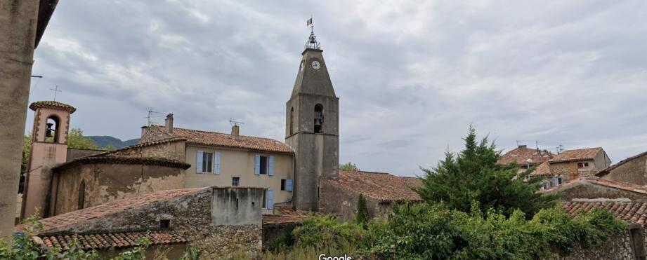 Ce mercredi, les sapeurs-pompiers ont été appelés pour intervenir sur l'église Saint-Jean-Baptiste à Saint-Zacharie, où une des quatre cloches composant le clocher se serait décrochée.