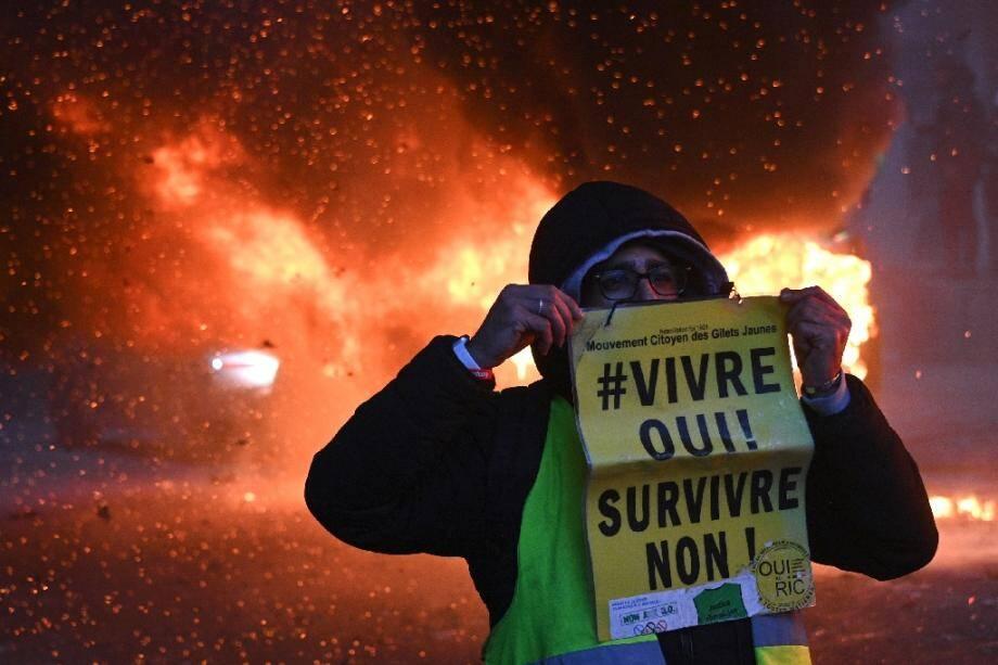 Manifestation contre le texte de loi sécurité globale à Paris, le 5 décembre 2020