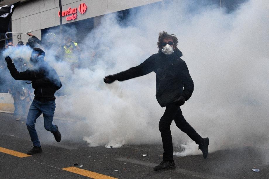 Manifestants à Paris le 5 décembre 2020 pour protester contre la loi de Sécurité Globale