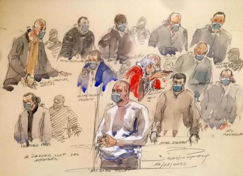 Un croquis d'audience réalisé le 14 décembre 2020 montre Ali Riza Polat (c), principal accusé au procès des attentats de janvier 2015