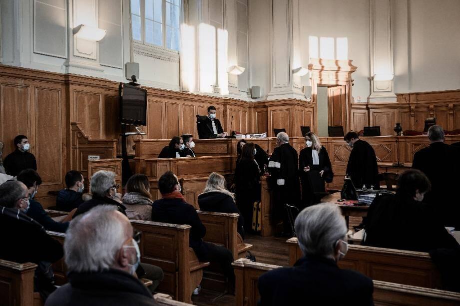 Procès de l'ex-chirugien Joël Le Scouarnec accusé de viol et d'abus sexuels. Photo prise le 30 novembre 2020, au palais de justice de Saintes