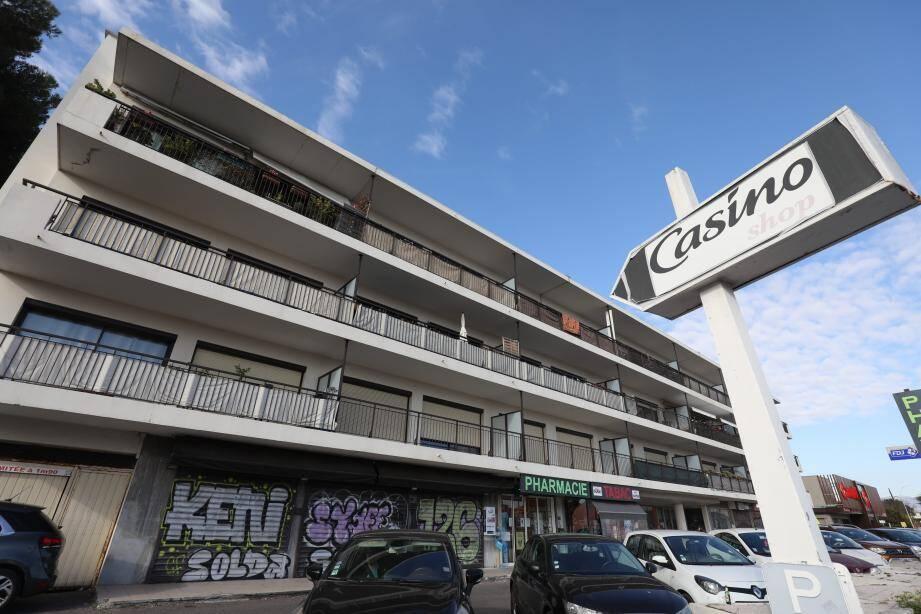 Dans le quartier de La Fontonne, l'ancien hôtel Tananarive (photos d'archives ci-dessus) est devenu un immeuble d'habitations. Combien sont-ils encore à se souvenir de ce trois étoiles à l'américaine au bord de la Méditerranée ?