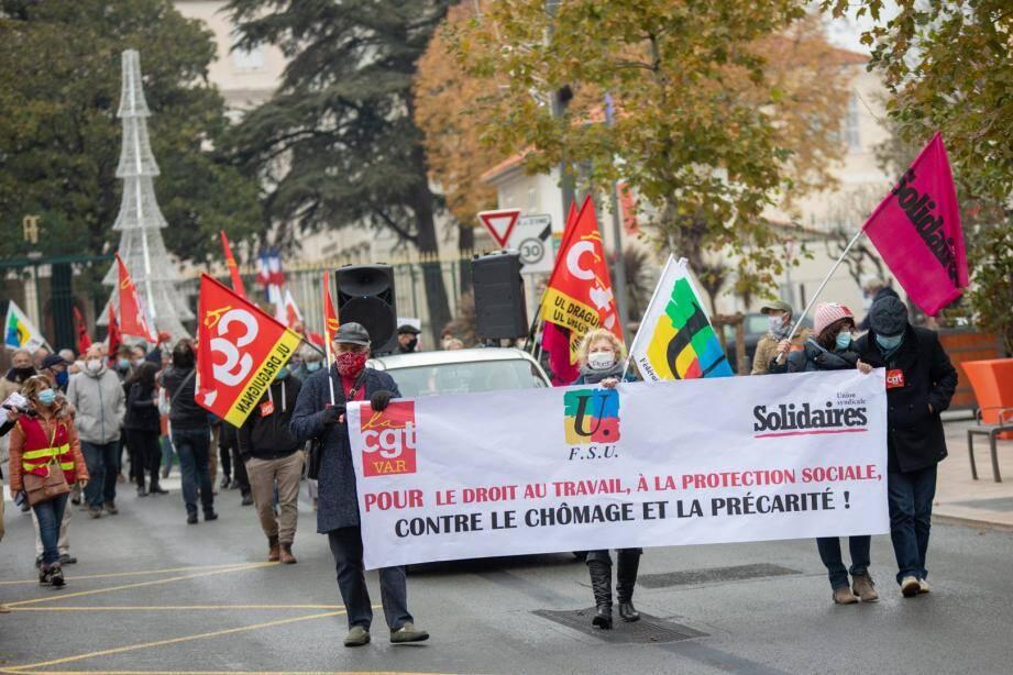 Une soixantaine de manifestants ont défilé sur boulevard Clemenceau samedi matin.