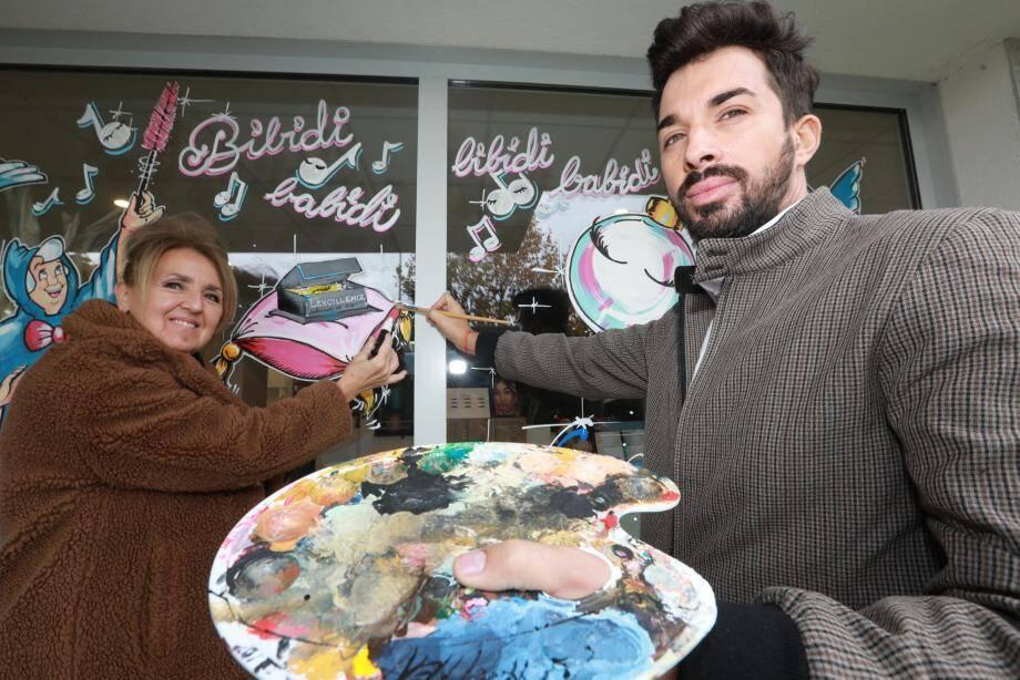Michèle Francisci et Damien Quémar peignent des dizaines de vitrines chaque année.