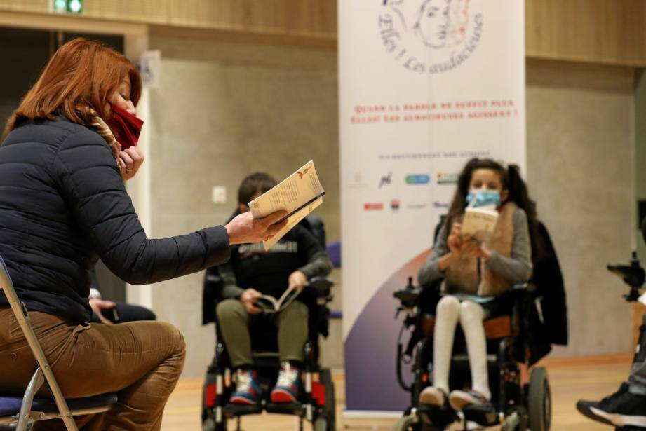 Muriel Mayette-Holtz, directrice du théâtre national de Nice et ambassadrice de l'association Elles ! Les Audacieuses, a lu, hier, un chapitre du Petit Prince aux enfants de l'IME Rossetti.