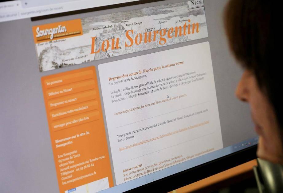 Les cours de langue personnalisés transitent par le Facebook du Sourgentin.