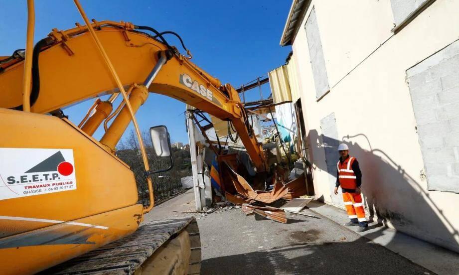 Placé en stand-by par la majorité depuis les requêtes, le projet - ici, en mars 2016, la démolition des hangars - verra-t-il bientôt le jour? Ce qui est sûr: les requérants ne s'avouent pas vaincus...