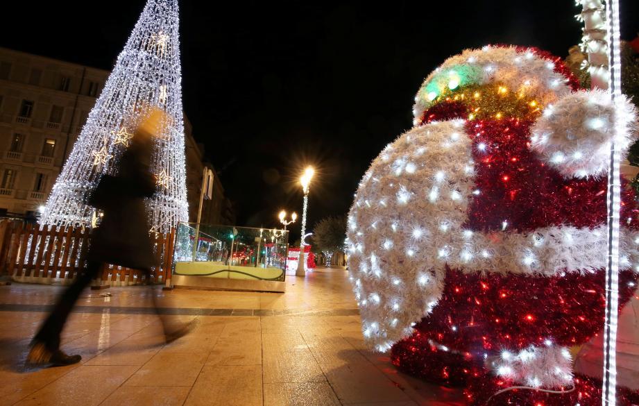 Couvre-feu ou pas, cette année, les lumières de la ville continuer à scintiller dans la nuit.