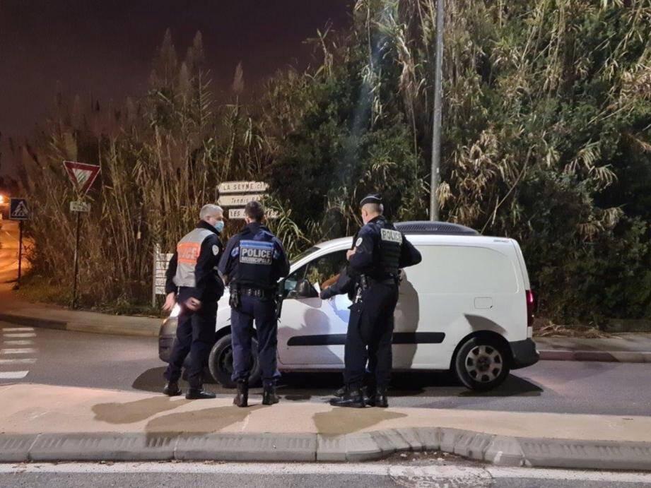 Des policiers nationaux et municipaux ont mis en place une opération conjointe dans la soirée de mercredi.