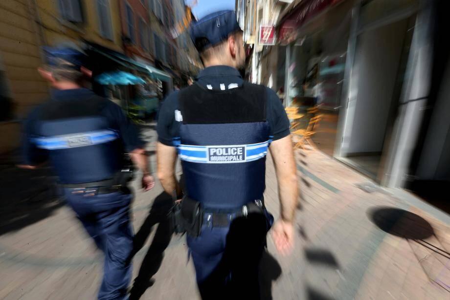 Le prévenu avait été interpellé par des policiers municipaux de Hyères après avoir tenté de s'enfuir et de se débarrasser d'objets volés.