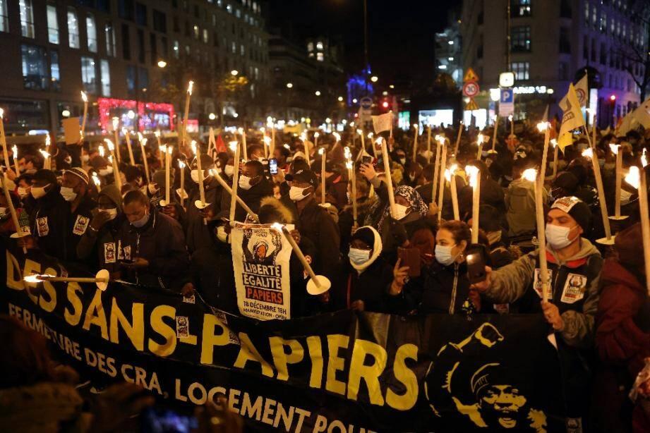 Manifestation de sans-papiers à Paris, le 18 décembre 2020, à l'occasion de la journée internationale des migrants