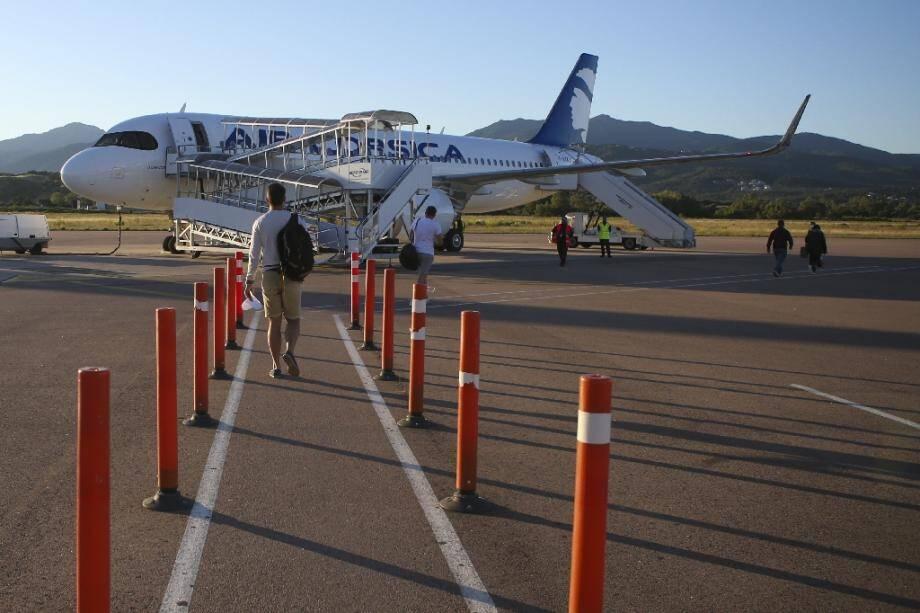 Un avion d'Air Corsica sur le tarmac de l'aéroport Napoléon Bonaparte d'Ajaccio, le 20 juin 2020