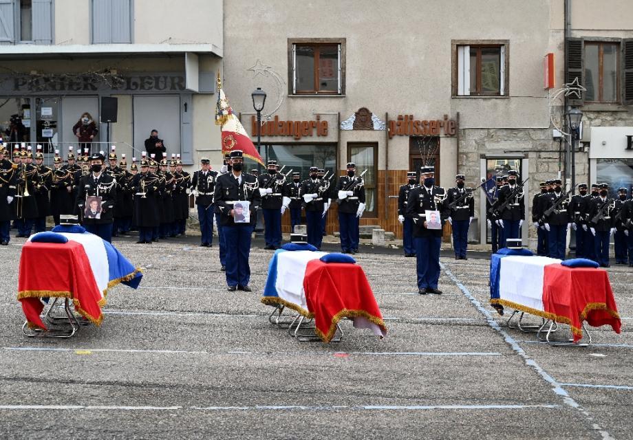 Hommage aux trois gendarmes tués par un forcené, le 28 décembre 2020 à  Ambert (Puy-de-Dôme)