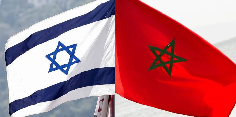 Photo montage datant du 10 décembre 2020 du drapeau israélien (g) et marocain (d) pour illustrer la normalisation des relations entre le Maroc et Israël