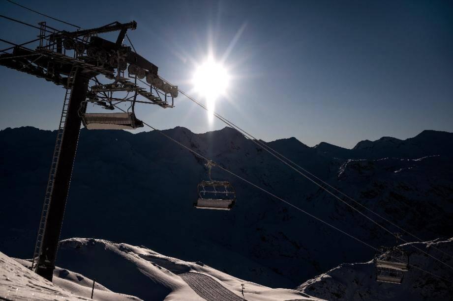 Des remontées mécaniques à l'arrêt à Val d'Isere en Savoie