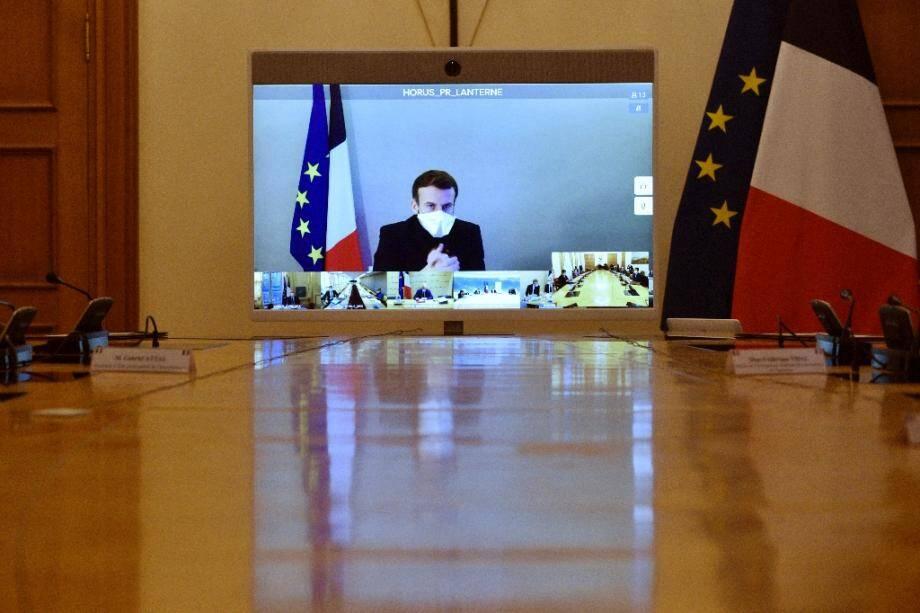 Emmanuel Macron en visioconférence depuis sa résidence de La Lanterne lors du Conseil des ministres le 21 décembre 2020