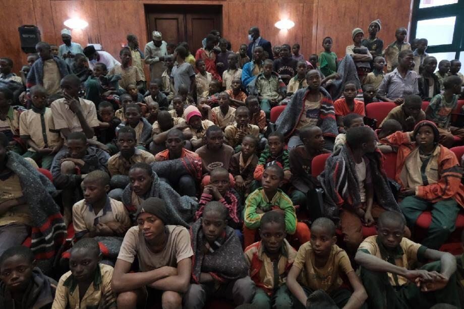 Des élèves libérés après leur enlèvement par le groupe jihadiste Boko Haram, le 18 décembre 2020 à Kankara, au Nigeria