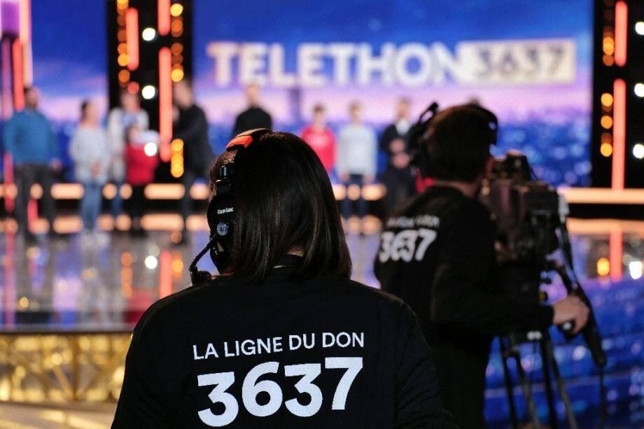 Photo fournie par France Télévisions du 4 décembre 2020 montrant les techniciens à l'oeuvre lors de l'édition 2020 du Téléthon