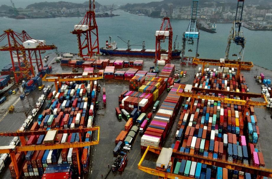 Vue aérienne du port de conteneurs de Keelung, le 8 décembre 2020 à Taïwan