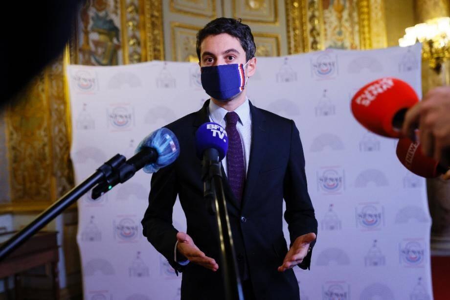Le porte-parole du gouvernement Gabriel Attal, le 17 décembre 2020 à Paris