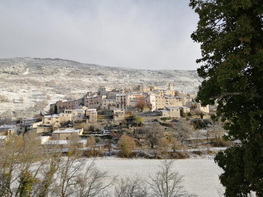 Première neige de la saison à Coursegoules.