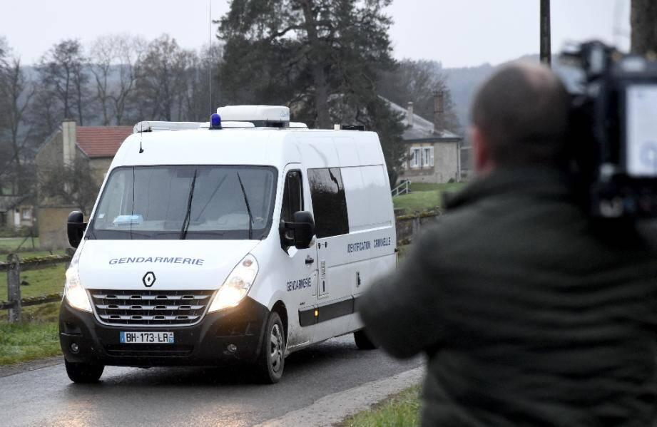 Arrivée d'un véhicule de la gendarmerie le 8 décembre 2020 aux abords du château de Sautou