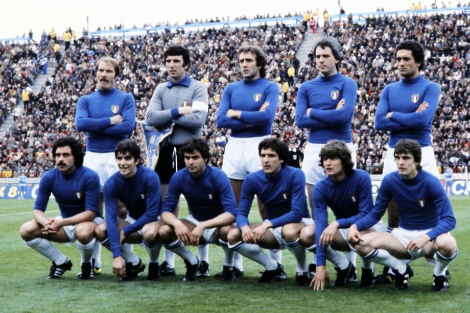 L'équipe d'Italie pose pour une photo le 2 juin 1978 à Mar del Plata (Argentine). Paolo Rossi est le quatrième en partant de la gauche, au premier rang