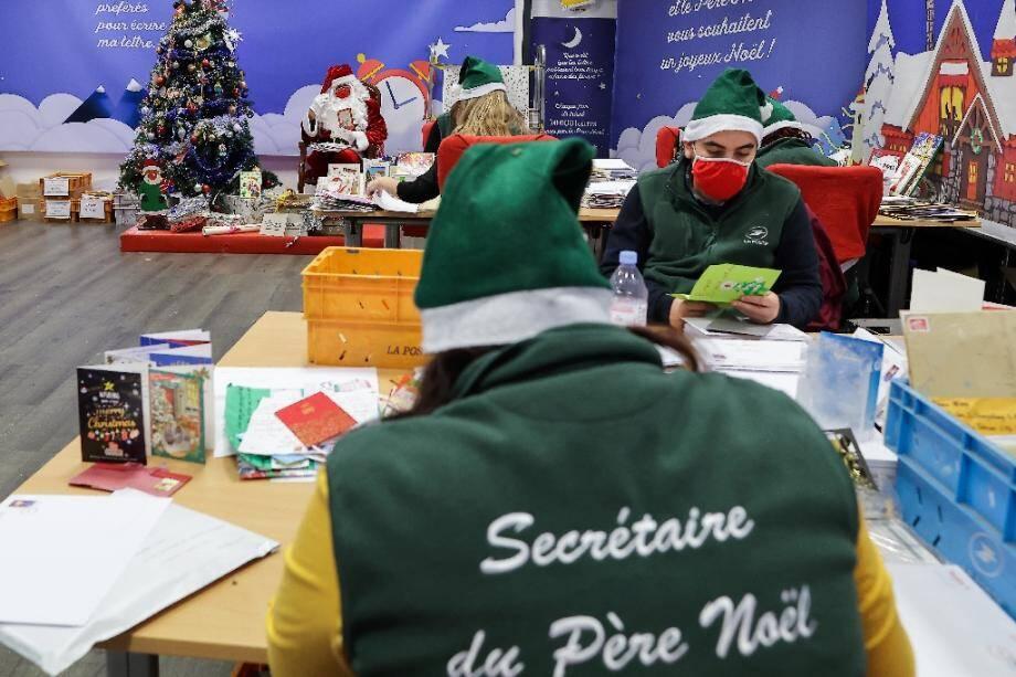 """Les """"lutins"""" du secrétariat du père Noël le 10 décembre 2020 à Libourne"""